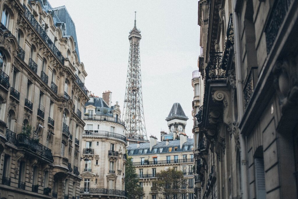 10 Important Things NOT to Do in France As a Tourist: What You Need to Know