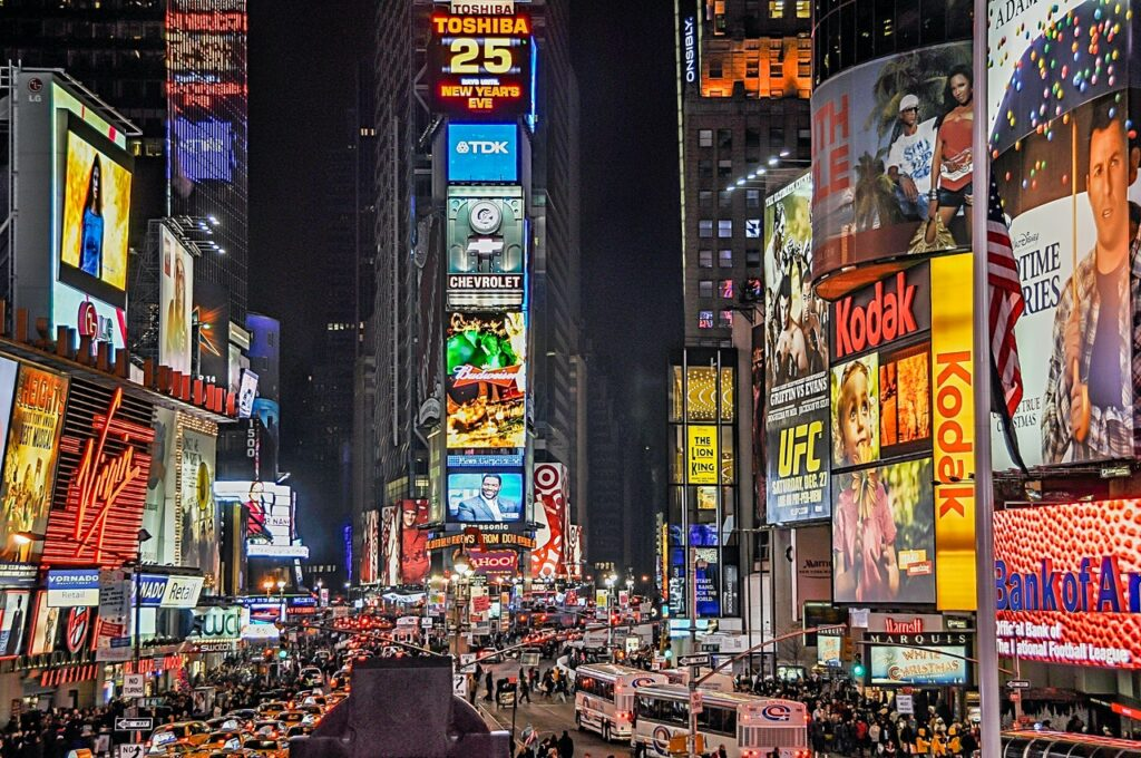 the best time of the year to visit new york - december in new york 9