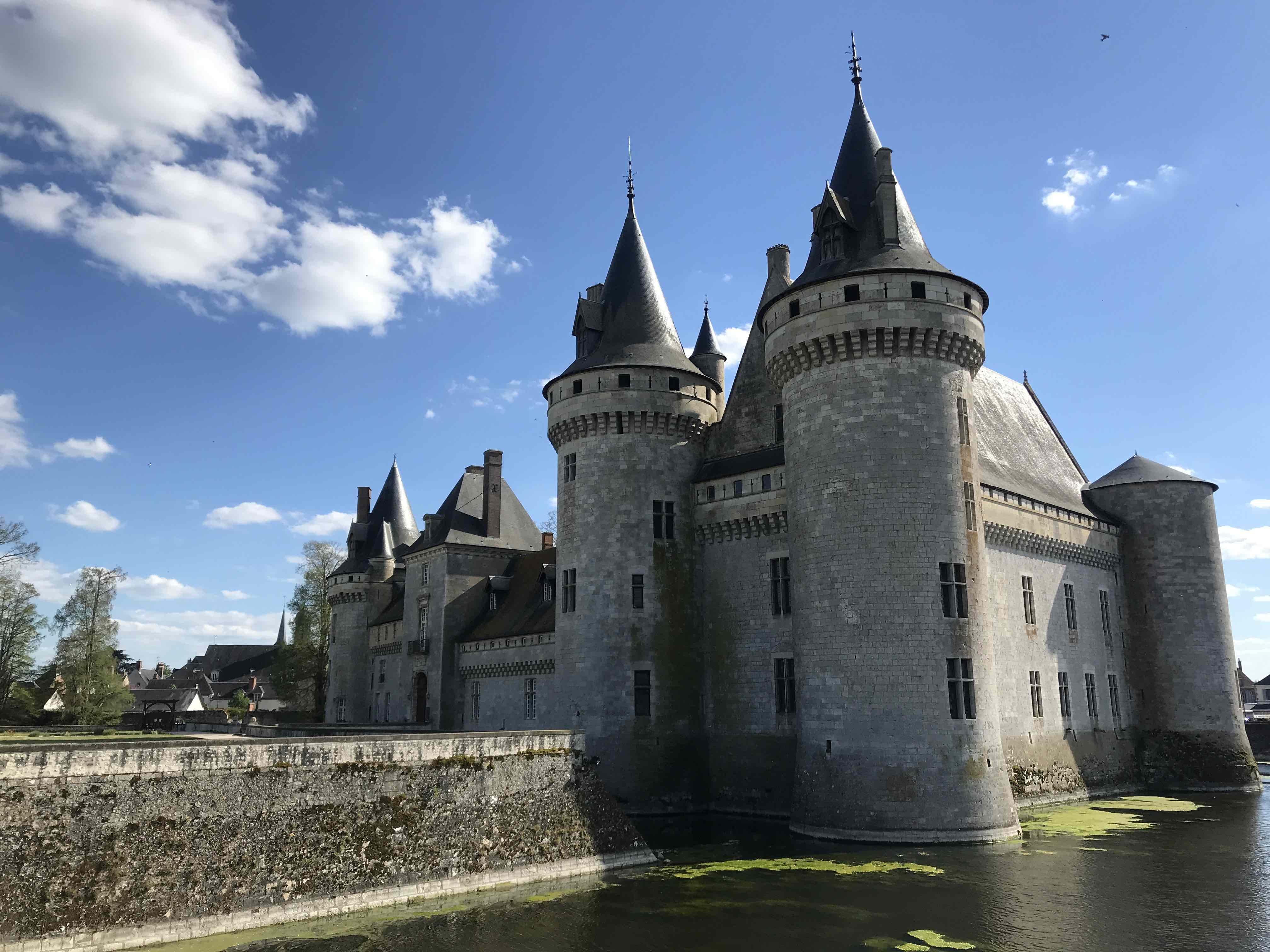 Château de Sully-sur-Loire - Offbeat Escapades -